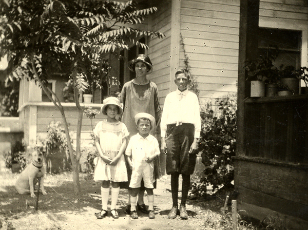 Hassie Russell with her children in Arizona
