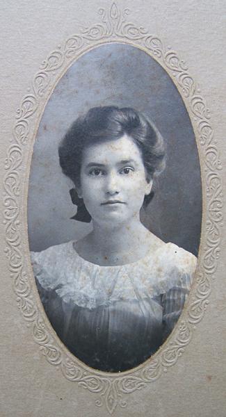 Beulah Cavitt about 1902